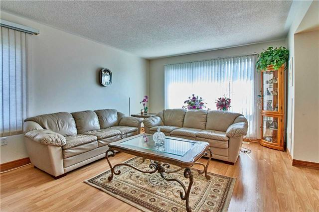 Detached at 871 Grandview St N, Oshawa, Ontario. Image 12