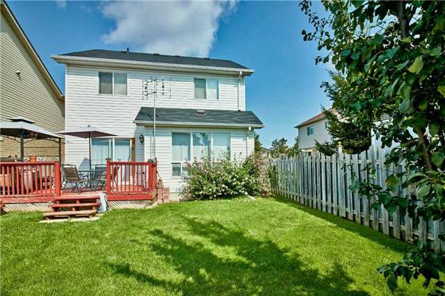 Detached at 871 Grandview St N, Oshawa, Ontario. Image 11