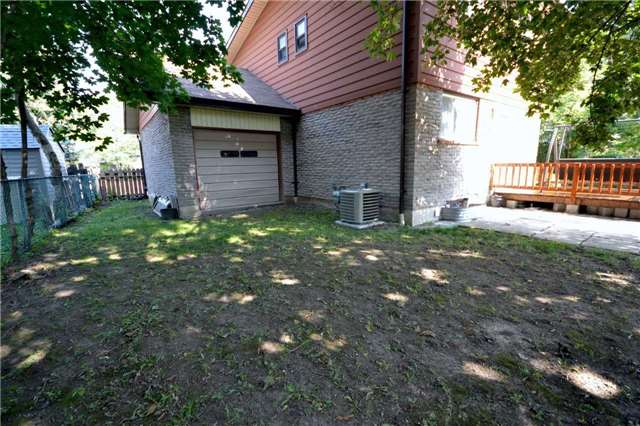 Detached at 30 Glenmount Crt, Whitby, Ontario. Image 15