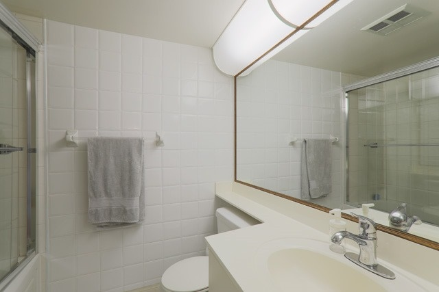 Condo Apartment at 88 Corporate Dr, Unit 617, Toronto, Ontario. Image 4