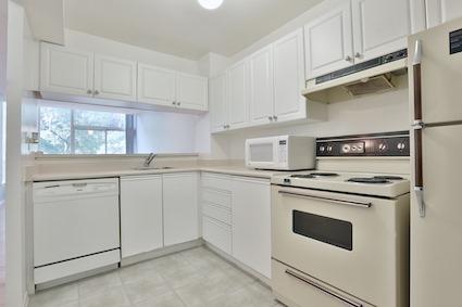 Condo Apartment at 3050 Ellesmere Rd, Unit 108, Toronto, Ontario. Image 10