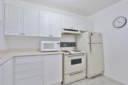 Condo Apartment at 3050 Ellesmere Rd, Unit 108, Toronto, Ontario. Image 11