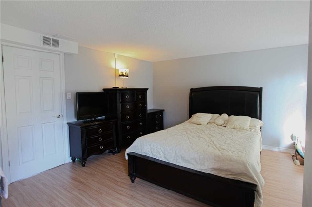 Condo Townhouse at 15 Guildwood Pkwy, Unit 47, Toronto, Ontario. Image 3