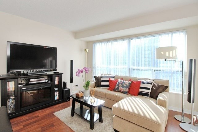 Condo Apartment at 38 Lee Centre Dr, Unit 1107, Toronto, Ontario. Image 2