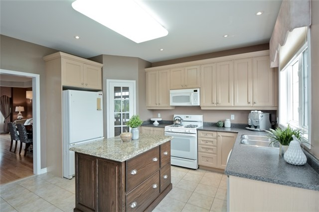 Detached at 1038 Mcquay Blvd, Whitby, Ontario. Image 20