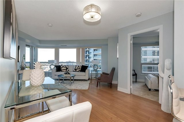 Condo Apartment at 135 Village Green Sq, Unit 1518, Toronto, Ontario. Image 14