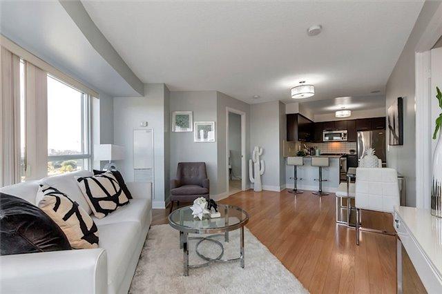 Condo Apartment at 135 Village Green Sq, Unit 1518, Toronto, Ontario. Image 17