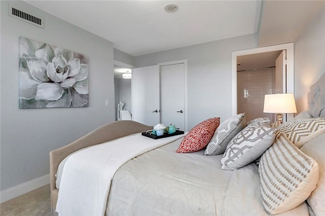 Condo Apartment at 135 Village Green Sq, Unit 1518, Toronto, Ontario. Image 8