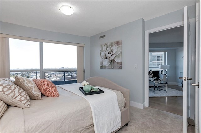 Condo Apartment at 135 Village Green Sq, Unit 1518, Toronto, Ontario. Image 9