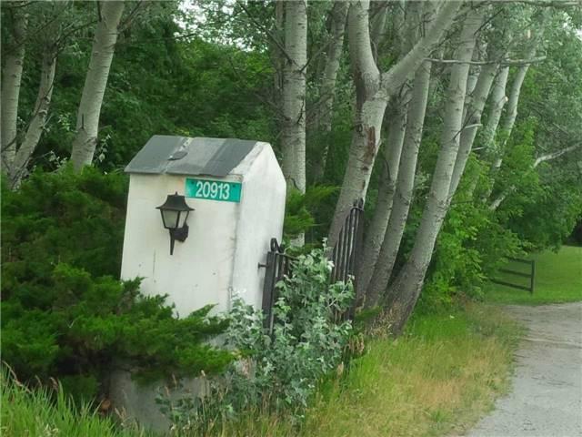 Rural Residence at 20913 Leslie St, East Gwillimbury, Ontario. Image 1