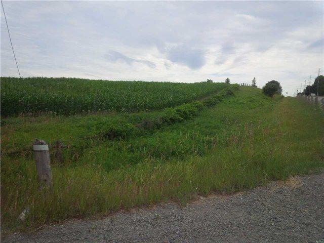 Rural Residence at 20913 Leslie St, East Gwillimbury, Ontario. Image 2