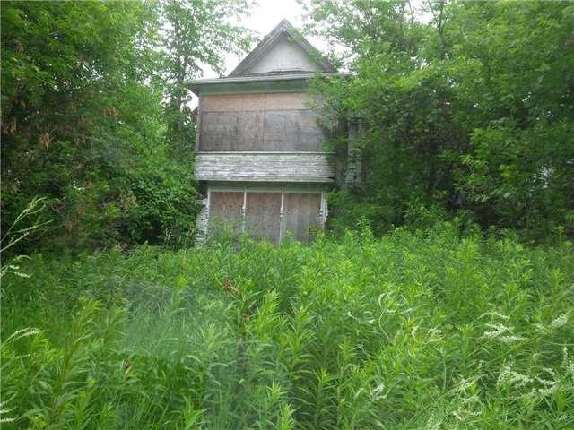 Rural Residence at 20913 Leslie St, East Gwillimbury, Ontario. Image 4