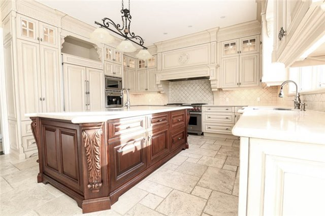 Detached at 22 Limcombe Dr, Markham, Ontario. Image 2