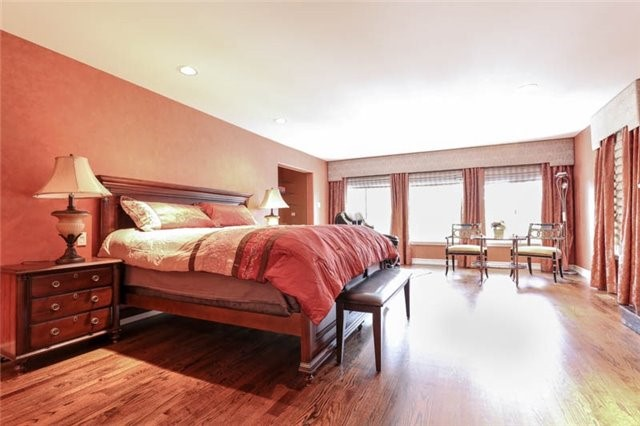 Detached at 22 Limcombe Dr, Markham, Ontario. Image 3