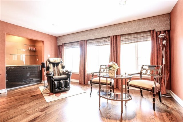 Detached at 22 Limcombe Dr, Markham, Ontario. Image 4