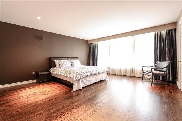 Detached at 22 Limcombe Dr, Markham, Ontario. Image 7