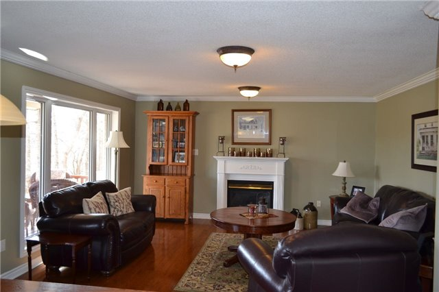 Detached at 15 Bowers Rd, East Gwillimbury, Ontario. Image 12