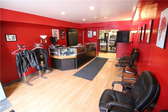Semi-detached at 6385 Main St, Whitchurch-Stouffville, Ontario. Image 3
