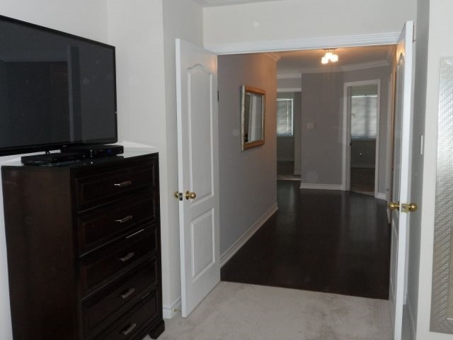 Detached at 248 Gord Clelland Gate, Newmarket, Ontario. Image 4