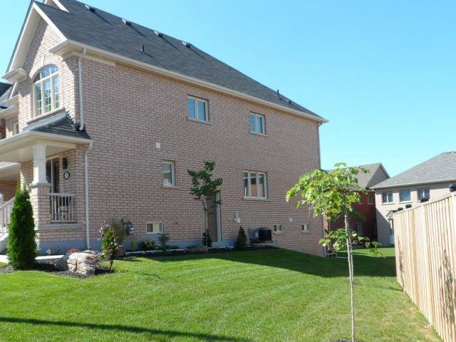 Detached at 248 Gord Clelland Gate, Newmarket, Ontario. Image 7