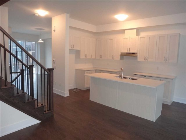 Townhouse at 13 Cambray Rd, Vaughan, Ontario. Image 2