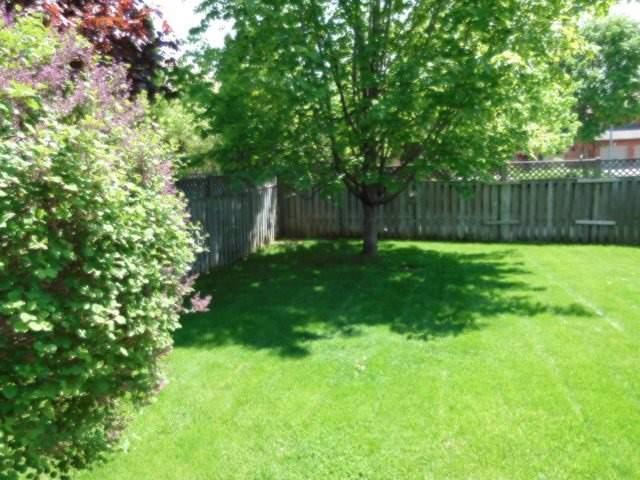 Detached at 2 Greenlefe Crt, Aurora, Ontario. Image 16