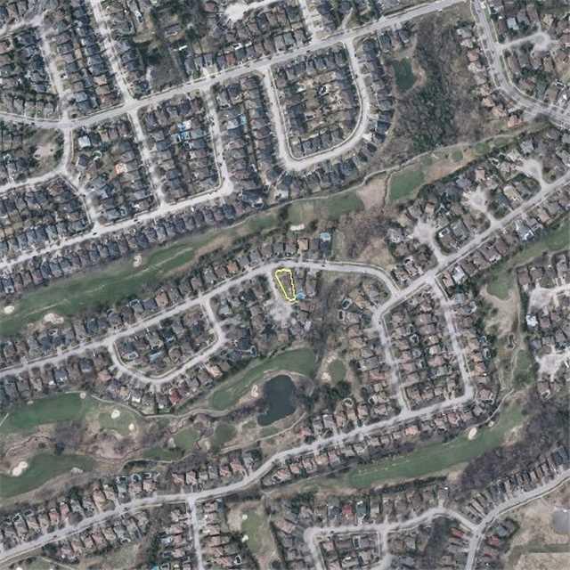 Detached at 2 Greenlefe Crt, Aurora, Ontario. Image 10