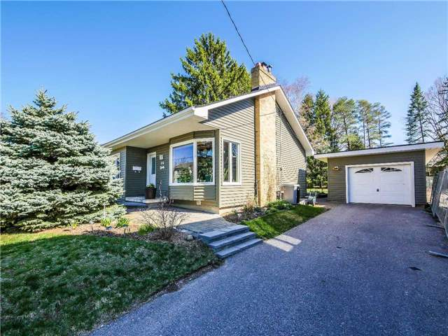 Detached at 133 Hillview Rd, Aurora, Ontario. Image 1
