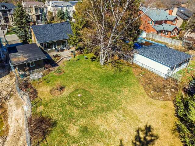 Detached at 133 Hillview Rd, Aurora, Ontario. Image 11