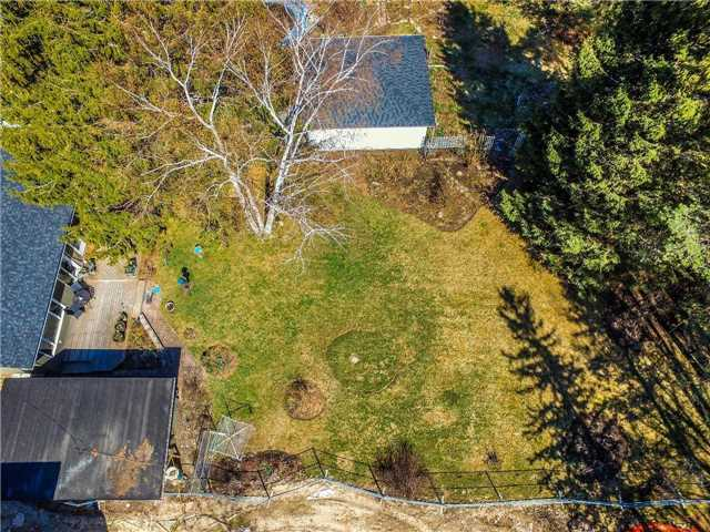 Detached at 133 Hillview Rd, Aurora, Ontario. Image 12