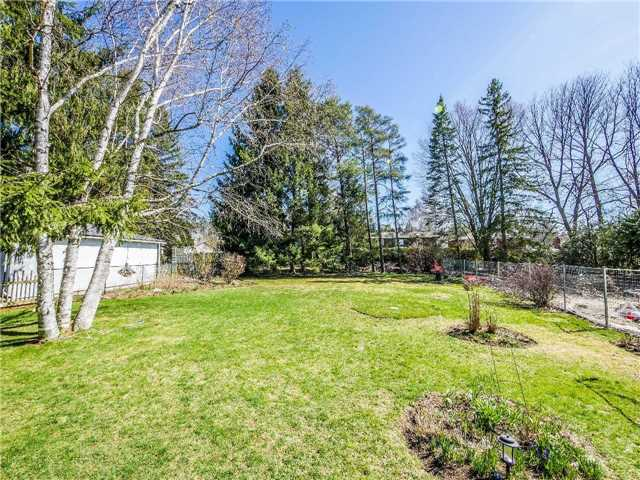 Detached at 133 Hillview Rd, Aurora, Ontario. Image 15