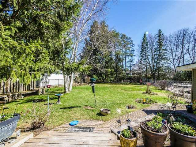 Detached at 133 Hillview Rd, Aurora, Ontario. Image 16