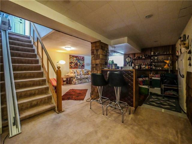 Detached at 133 Hillview Rd, Aurora, Ontario. Image 8