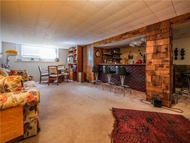 Detached at 133 Hillview Rd, Aurora, Ontario. Image 10