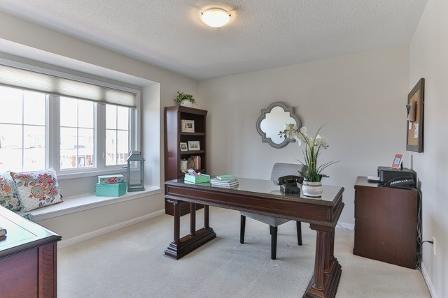 Detached at 176 Robirwin St, Whitchurch-Stouffville, Ontario. Image 7