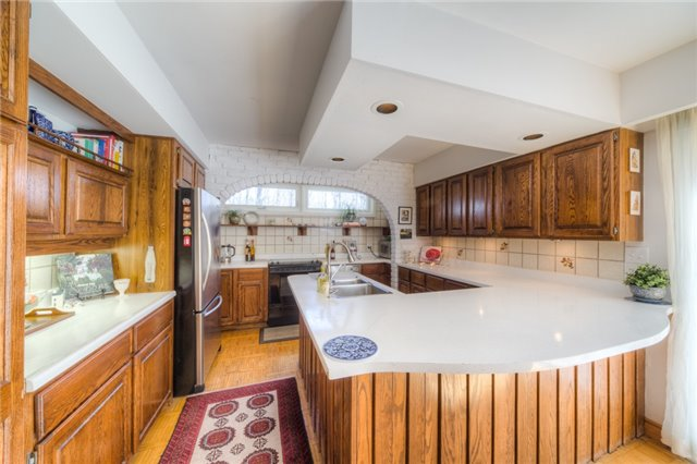 Detached at 14038 Bayview Ave, Aurora, Ontario. Image 3