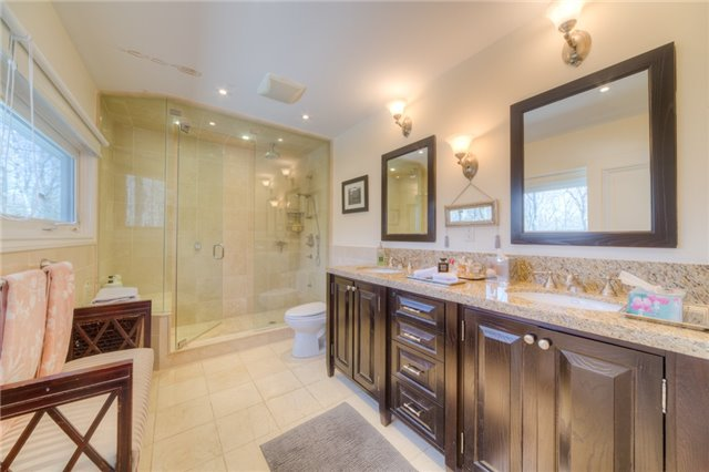 Detached at 14038 Bayview Ave, Aurora, Ontario. Image 5