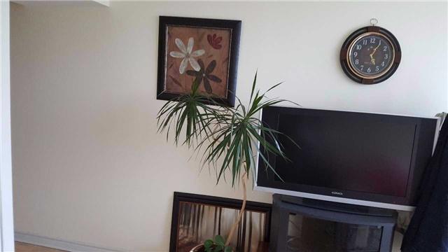 Condo Apartment at 7825 Bayview Ave, Unit 725, Markham, Ontario. Image 3