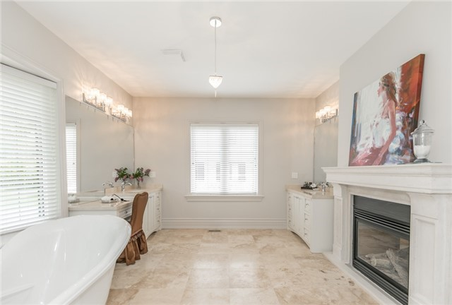Detached at 5 Ogden Cres, Whitchurch-Stouffville, Ontario. Image 6