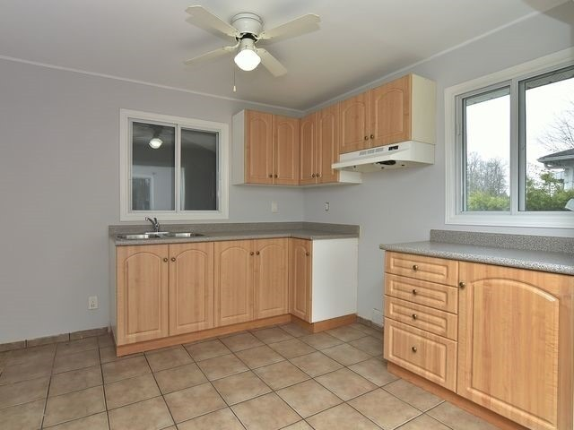 Detached at 2048 Inglewood Dr, Innisfil, Ontario. Image 6