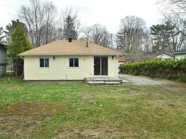 Detached at 2048 Inglewood Dr, Innisfil, Ontario. Image 3