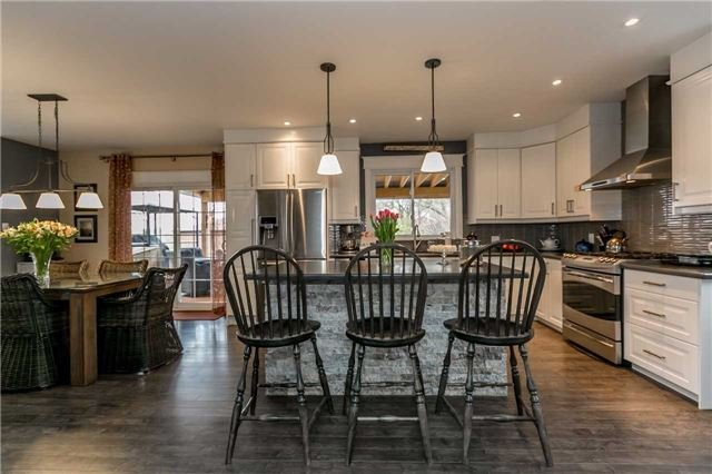 Detached at 116 Pleasantview Ave, Newmarket, Ontario. Image 1