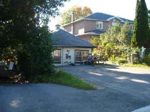 Detached at 92 Olde Bayview Ave, Richmond Hill, Ontario. Image 2