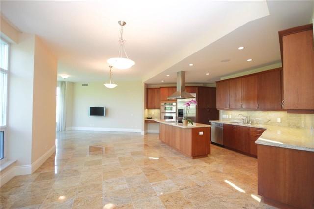 Condo Apartment at 7071 Bayview Ave, Unit Ph5, Markham, Ontario. Image 20