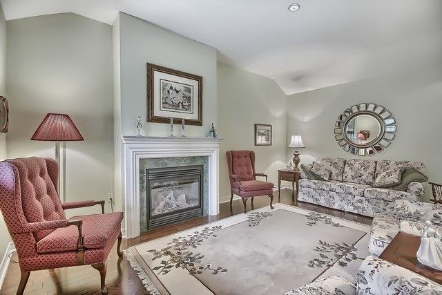 Condo Leasehold at 30 Norm Faulkner Dr, Whitchurch-Stouffville, Ontario. Image 2