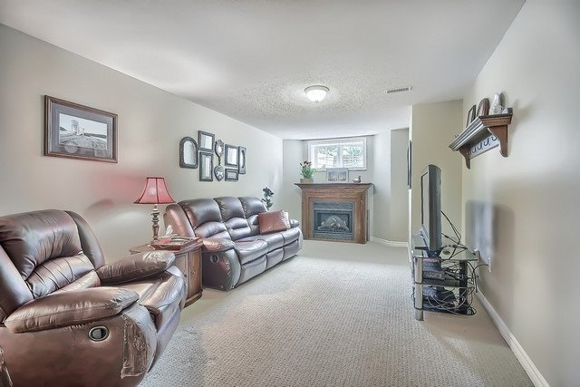 Condo Leasehold at 30 Norm Faulkner Dr, Whitchurch-Stouffville, Ontario. Image 9