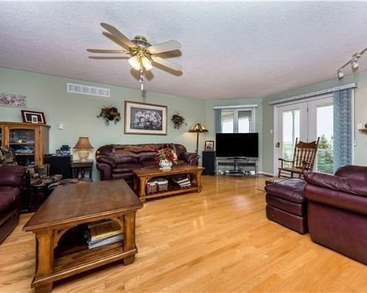 Detached at 2338 Gilford Rd W, Innisfil, Ontario. Image 18