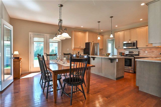Detached at 3859 Stonegate Pl, Innisfil, Ontario. Image 2