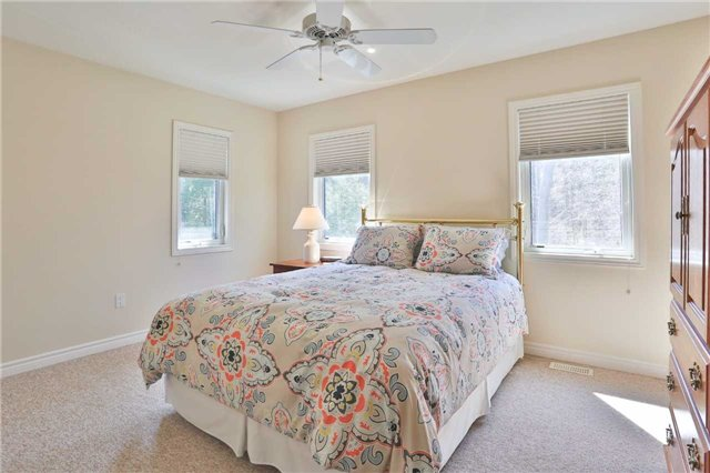 Detached at 3859 Stonegate Pl, Innisfil, Ontario. Image 7