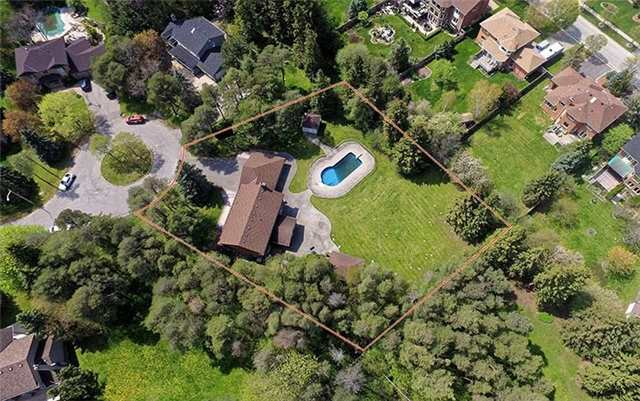 Detached at 66 Beaufort Hills Rd, Richmond Hill, Ontario. Image 12